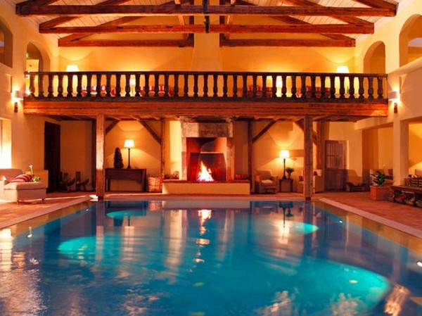 A swimming pool with a fireplace - The pool of the Hotel zur Bleiche in Spreewald