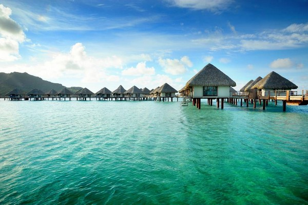 10 Spectacular Resorts with Overwater Bungalows photo - 10. Le Meridien Bora Bora