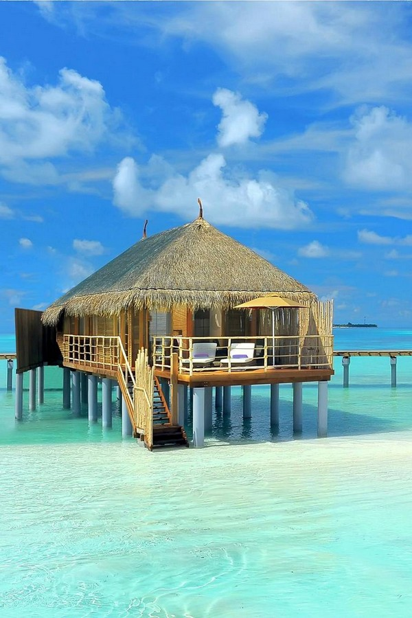 10 Spectacular Resorts with Overwater Bungalows photo - 2. Constance Moofushi Resort, Maldives