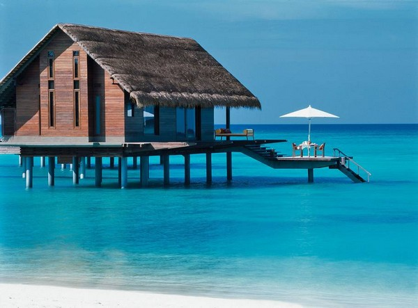 10 Spectacular Resorts with Overwater Bungalows photo - 4. One & Only Reethi Rah, Maldives