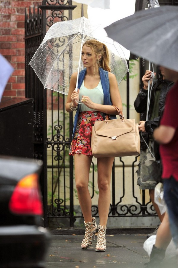 Luxury Trends - Nude Color Handbag - Blake Lively street style photo 1