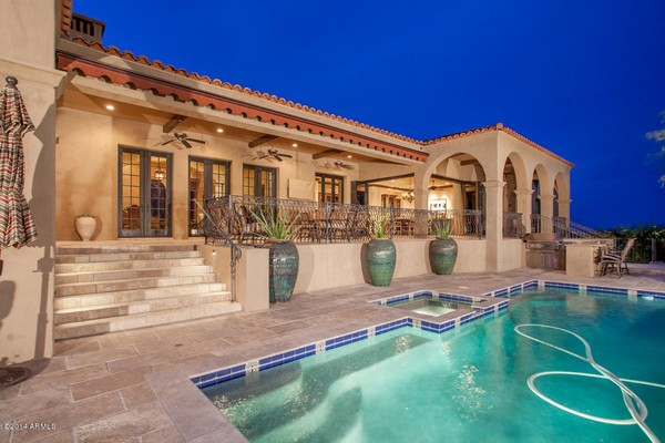1.10 acre luxury home in Paradise Valley, Arizona-3
