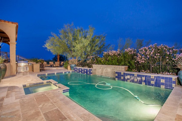 1.10 acre luxury home in Paradise Valley, Arizona-7