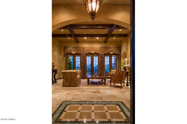 1.10 acre luxury home in Paradise Valley, Arizona-9