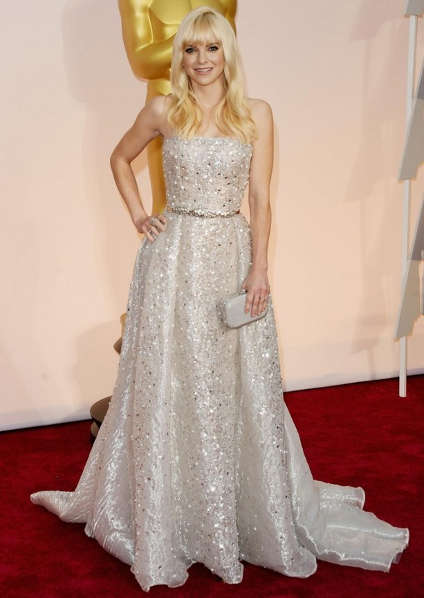 Anna Faris was wearing a strapless Zuhair Murad silver gown encrusted from top to bottom in crystals, beads and sequins