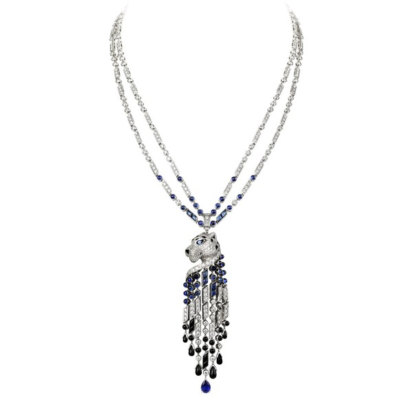 Platinum 950 ‰ diamond-paved necklace, onyx nose, sapphires eyes, sapphires and onyx tassels, sapphires and onyx drops. Length of the chain : 45.5 cm. Motif dimensions: 90 mm heigth,22 cm width.