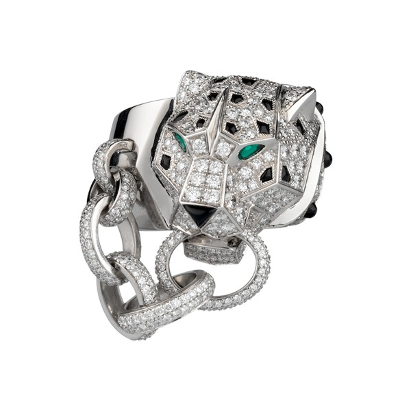 Ring in 18K white gold with panther head motif, head paved with diamonds, onyx nose, spots and cones, emerald eyes.