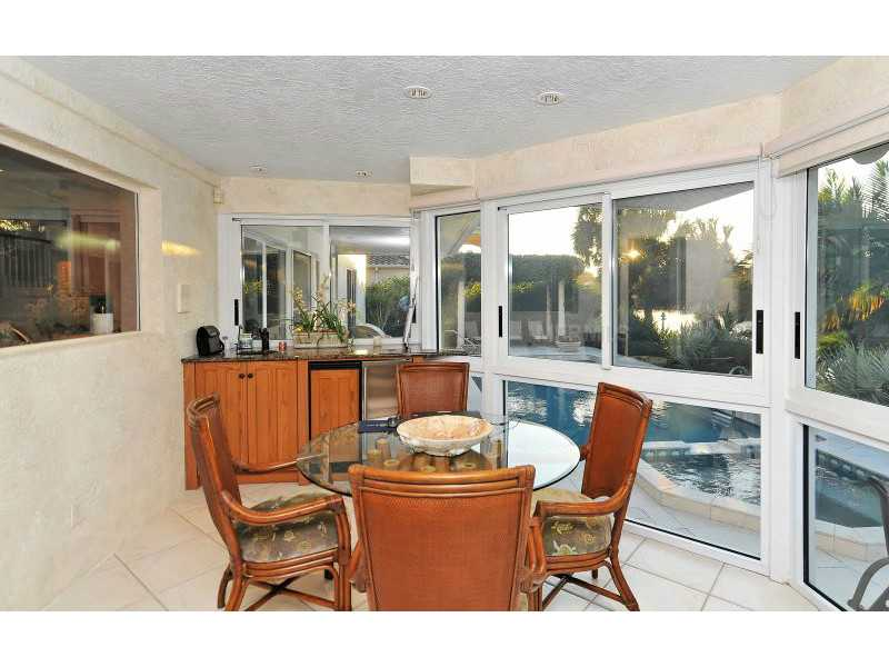 Exquisite Home in Longboat Key, Florida - selling for ,549,000-10