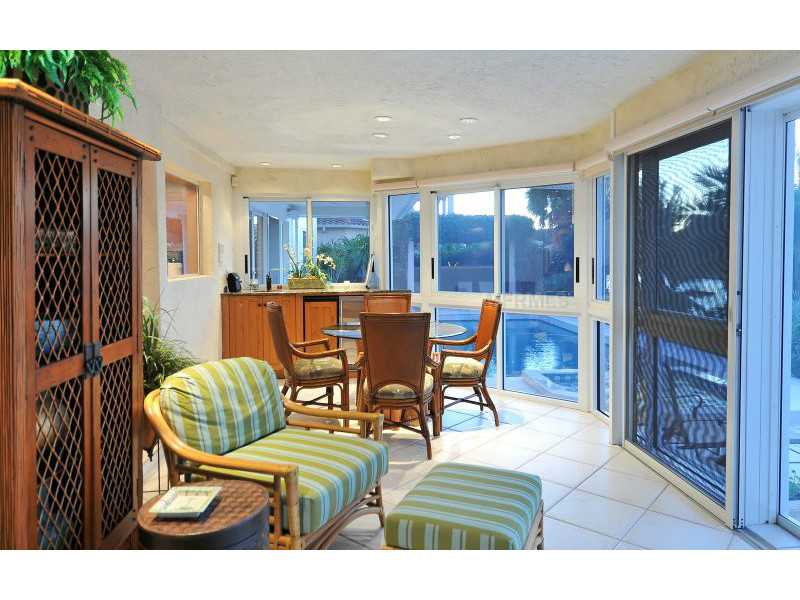 Exquisite Home in Longboat Key, Florida - selling for ,549,000-11