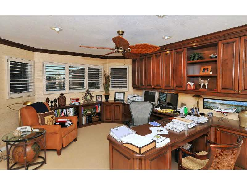 Exquisite Home in Longboat Key, Florida - selling for ,549,000-13
