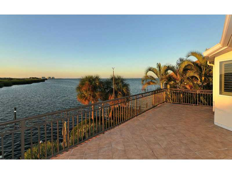 Exquisite Home in Longboat Key, Florida - selling for ,549,000-15