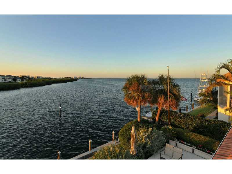 Exquisite Home in Longboat Key, Florida - selling for ,549,000-16