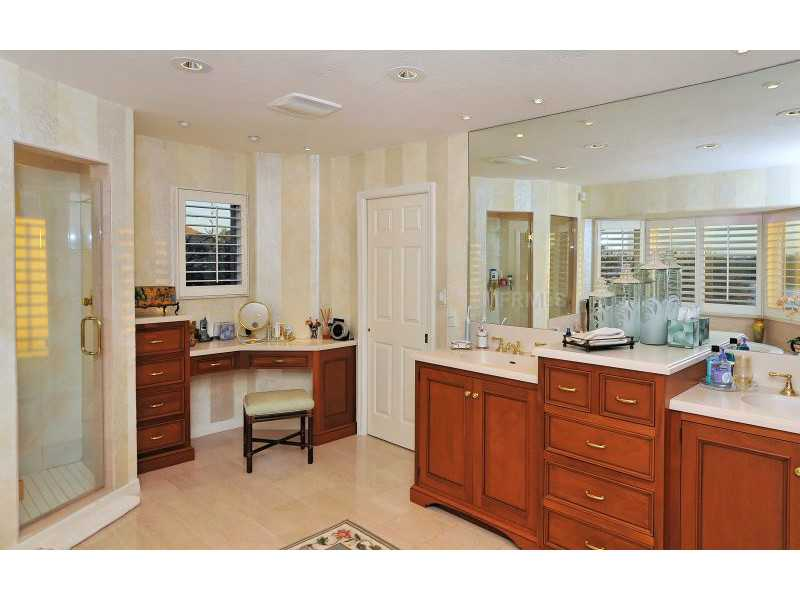 Exquisite Home in Longboat Key, Florida - selling for ,549,000-18