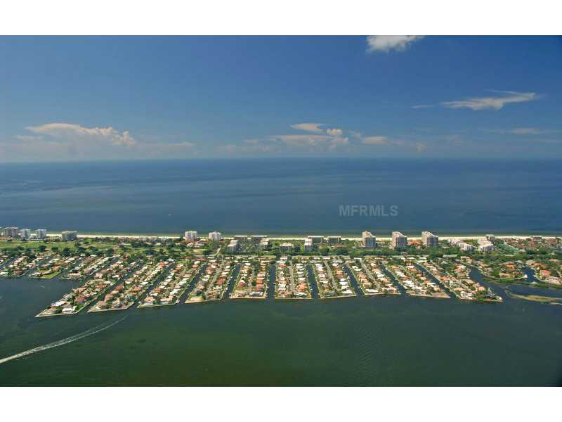 Exquisite Home in Longboat Key, Florida - selling for ,549,000-25