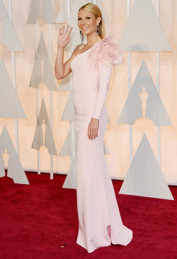 Gwyneth Paltrow was wearing a baby pink one-sleeved Ralph & Russo gown featuring a bold shoulder embellishment