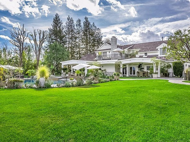 Jennifer Lopez Puts Her Beautiful Mega Mansion Of Hidden Hills, Los Angeles On Sale For $17 Million