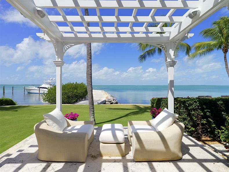 Luxury seafront villa with swimming pool in Islamorada, Florida photo 1