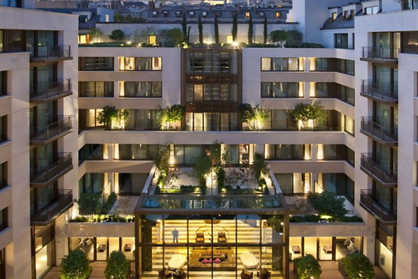 Mandarin Oriental Paris Exterior Courtyard - Garden View photo