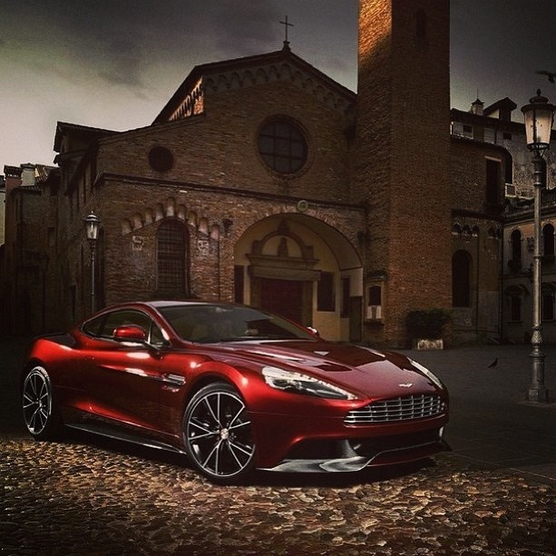 20 Beautiful Aston Martin Vanquish Pictures