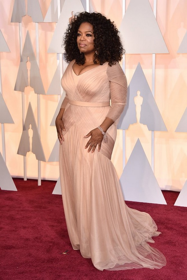 Oprah Winfrey was wearing a blush-colored Vera Wang gown, paired with a silver clutch and sparkling jewels