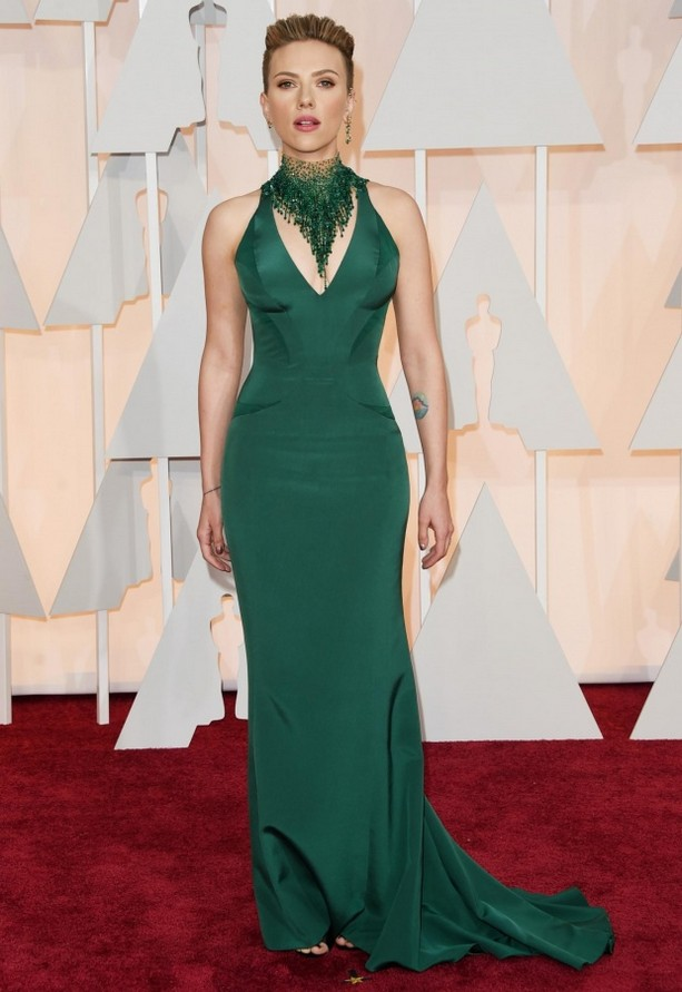Scarlett Johansson was wearing an emerald green curve-hugging V-neck Versace dress paired with a bold matching statement necklace