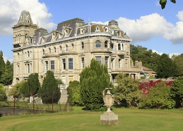 Top 20 Most Expensive Homes In The World - Henley Mansion in Berkshire, England