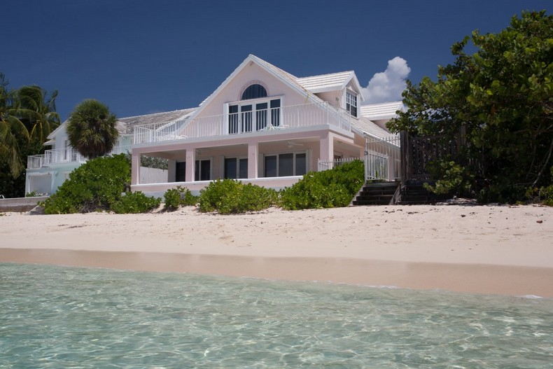 Villa Rosa in Seven Mile Beach, Cayman Islands 1