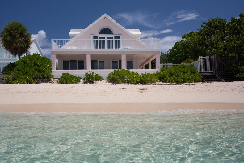 Villa Rosa in Seven Mile Beach, Cayman Islands 2