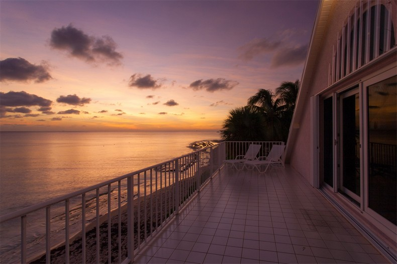 Villa Rosa in Seven Mile Beach, Cayman Islands 37