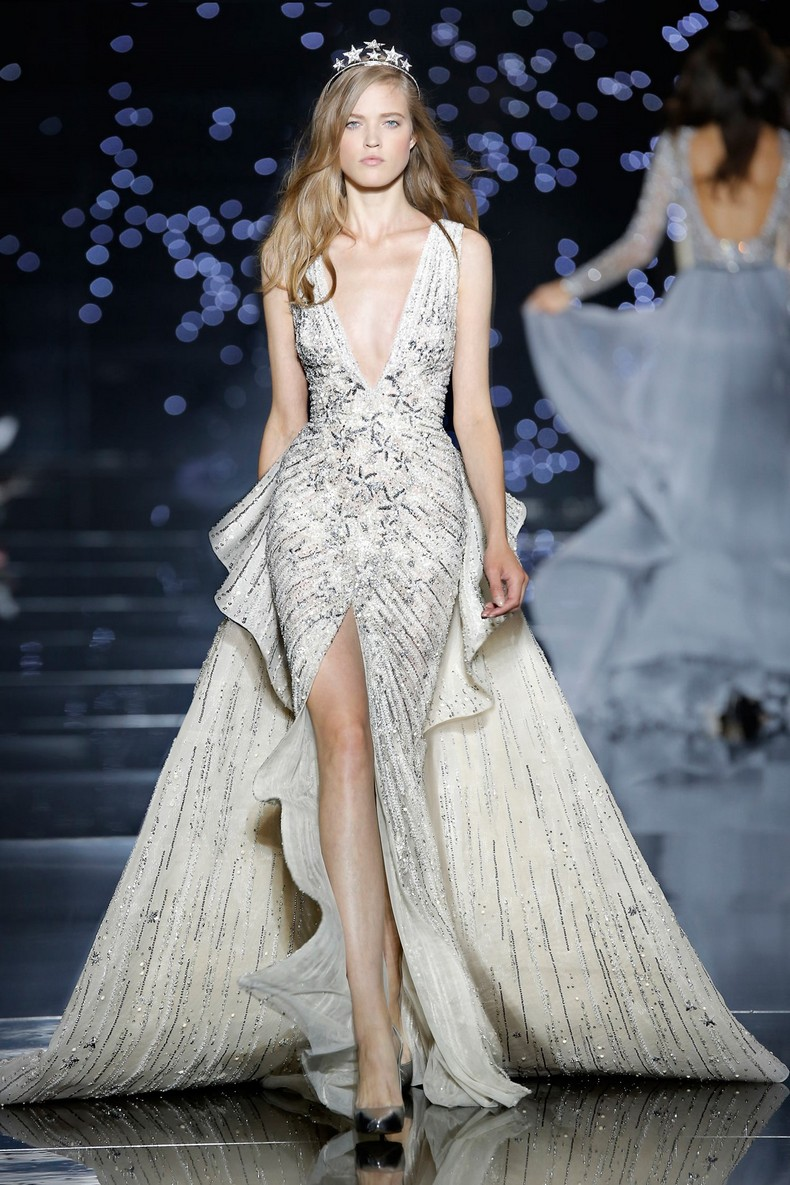 Zuhair Murad Haute Couture FW 2016 - Long dress with slit and plunging neckline and lunar white star-dotted tulle train