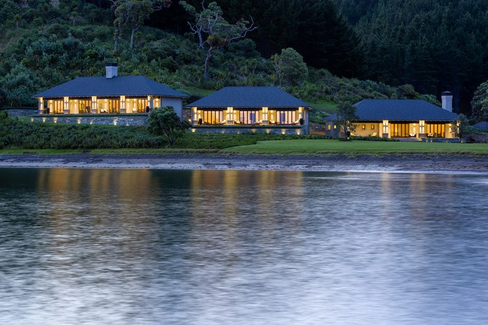 russian-billionaire-opens-the-spectacular-helena-bay-lodge-in-new-zealand-3